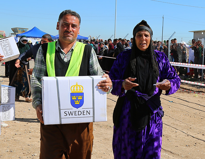 ir-iraq.org SIDA RRM - Distributing food parcels to Mosul IDPs